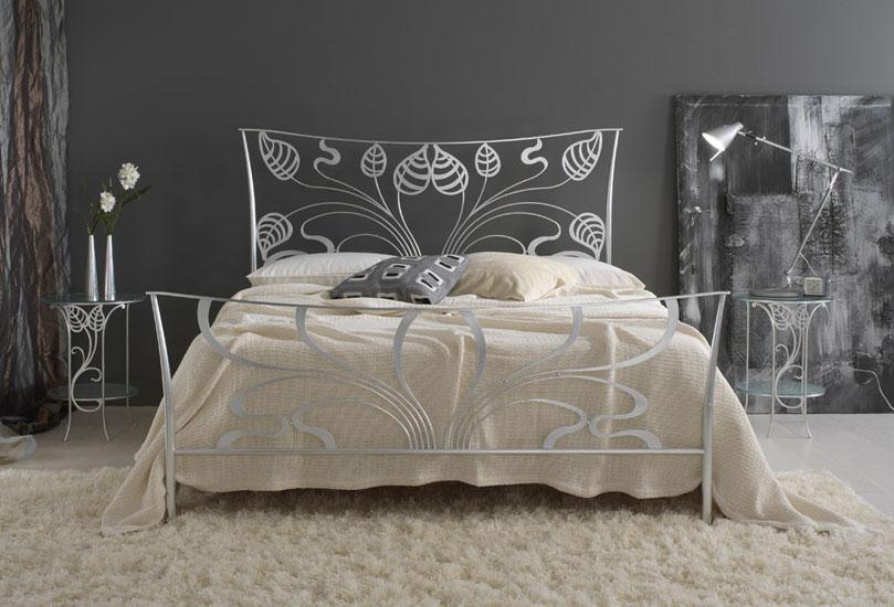 Letti in ferro moderni cool vendita letto ferro battuto for Letti moderni in ferro